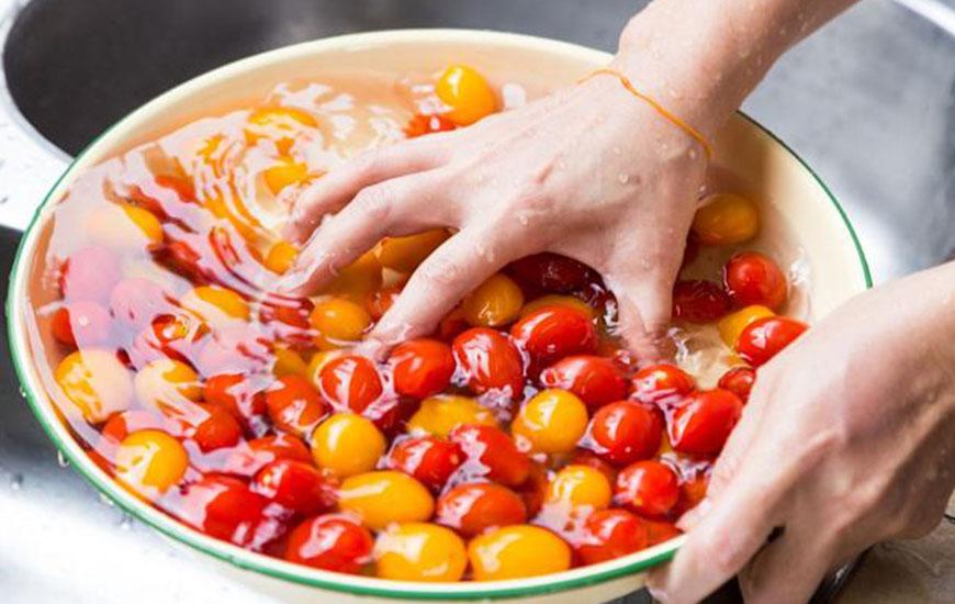 jak zmyć bakterie z owoców i warzyw